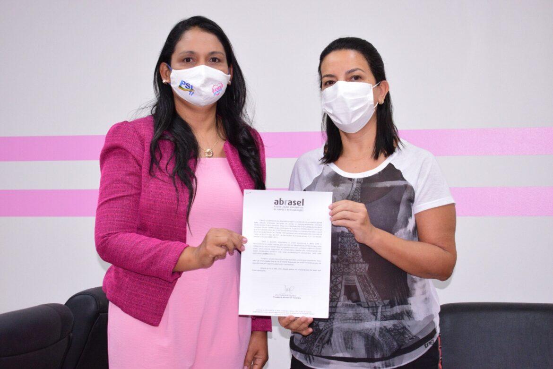 """""""Em dificuldade o trabalhador não pode ficar"""" declara deputada Vanda Monteiro, durante encontro com presidente da Abrasel"""